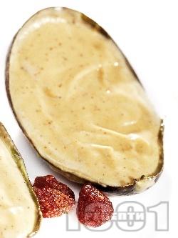 Плодов мус от банан, коняк и ром в авокадо (десерт) - снимка на рецептата